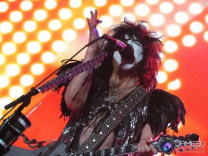 Paul Stanley doing what he does best!